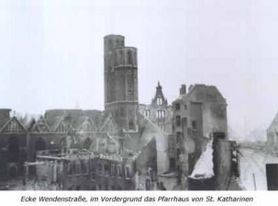 Ecke Wendenstraße, im Vordergrund das Pfarrhaus von St. Katharinen