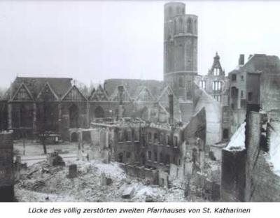 Lücke des völlig zerstörten zweiten Pfarrhauses von St. Katharinen