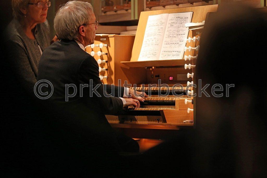 k-2016_09_23_Orgelkonzert_ClausEduardHecker_St-Katharinen-Kirche_BS (c)Martin Winrich Becker_IMG_9251