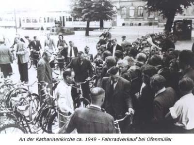 An der Katharinenkirche ca. 1949 - Fahrradverkauf bei Ofenmüller
